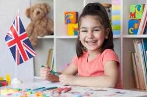 Jak pomóc dziecku w nauce języka? Poznaj 5 sprawdzonych sposobów